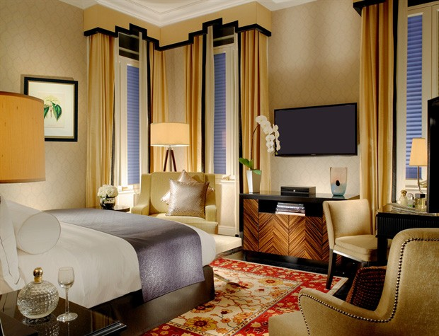 The guestrooms feature Art Deco touches.