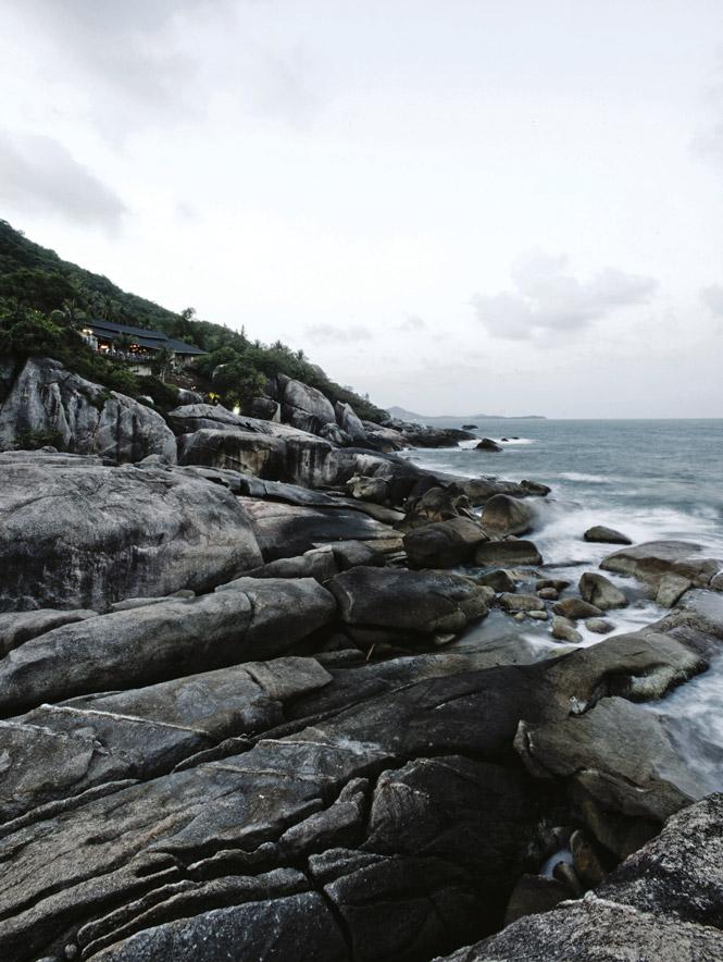 Thailand Travels: The aptly named Cliff Restaurant overlooks the Gulf of Thailand near Lamai.