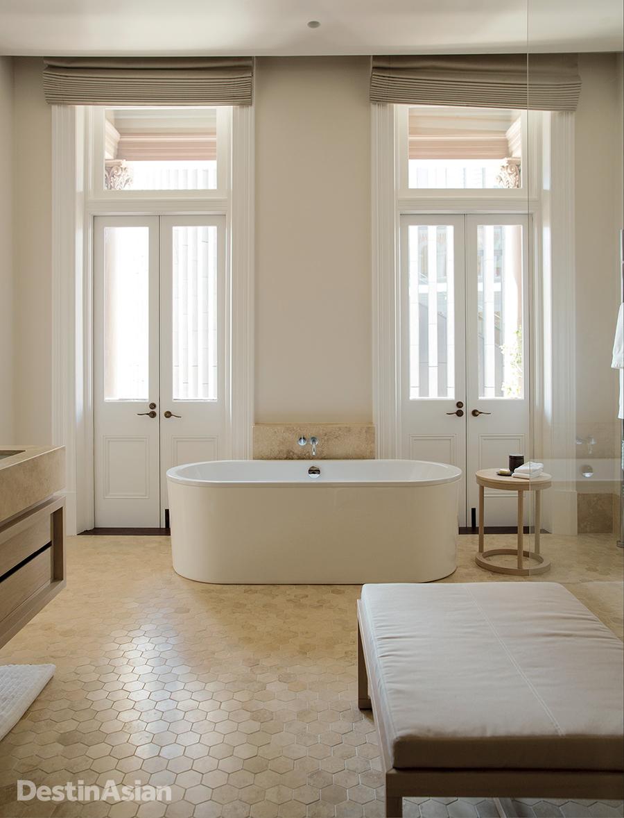 An en-suite bathroom at Como the Treasury.