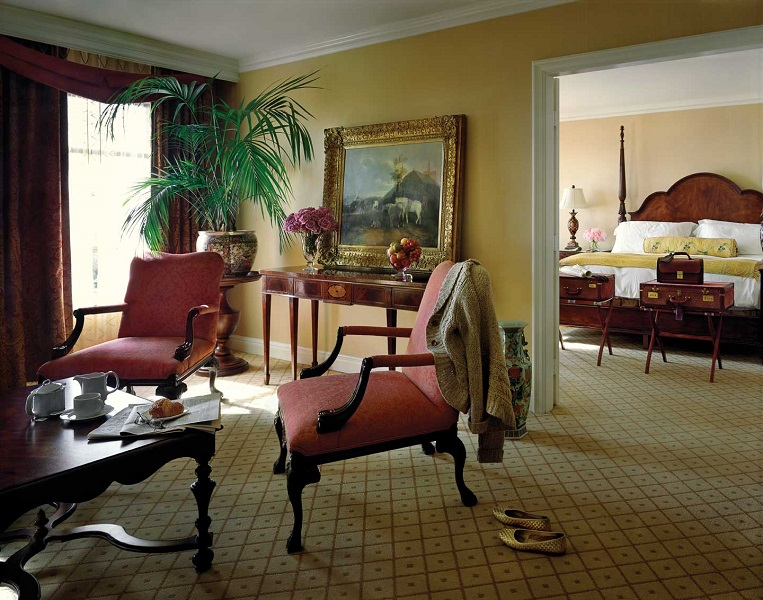 Rooms, such as the club suite, have classic decor.