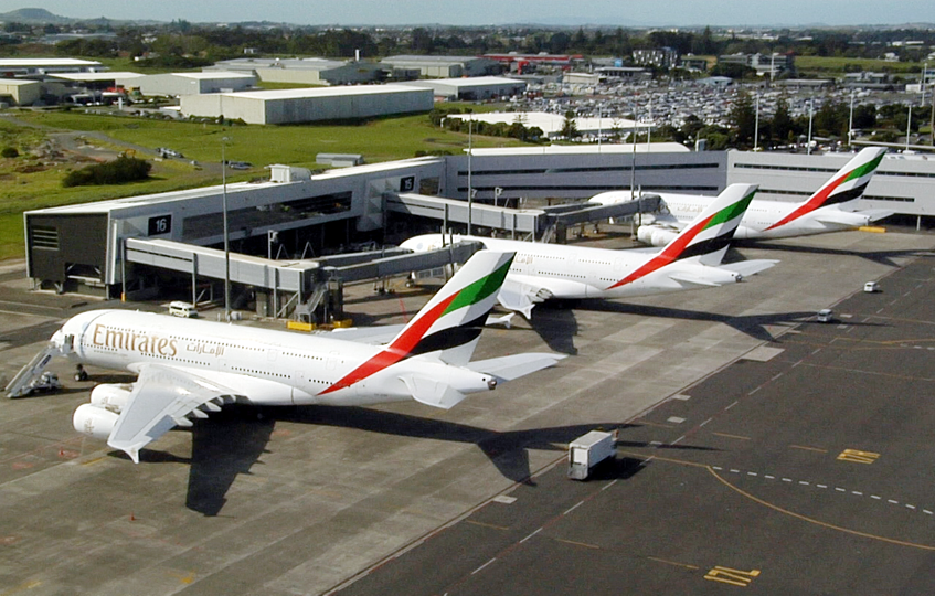 Three Emirates A380 planes in Aukland.
