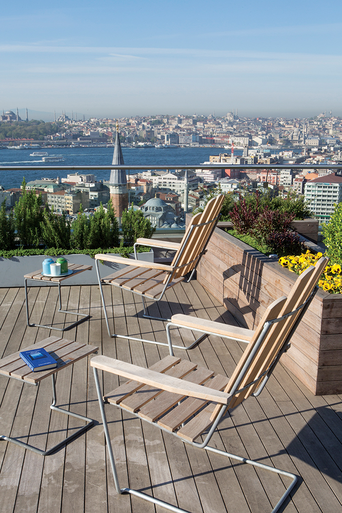 The garden features views out over the Bosphorus.