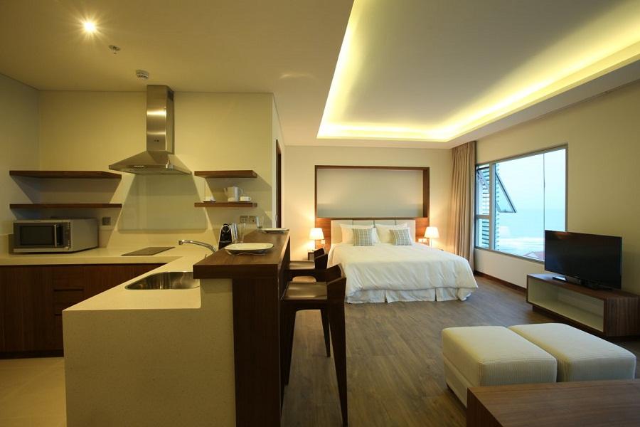 Rooms in the hotel overlook the ocean.