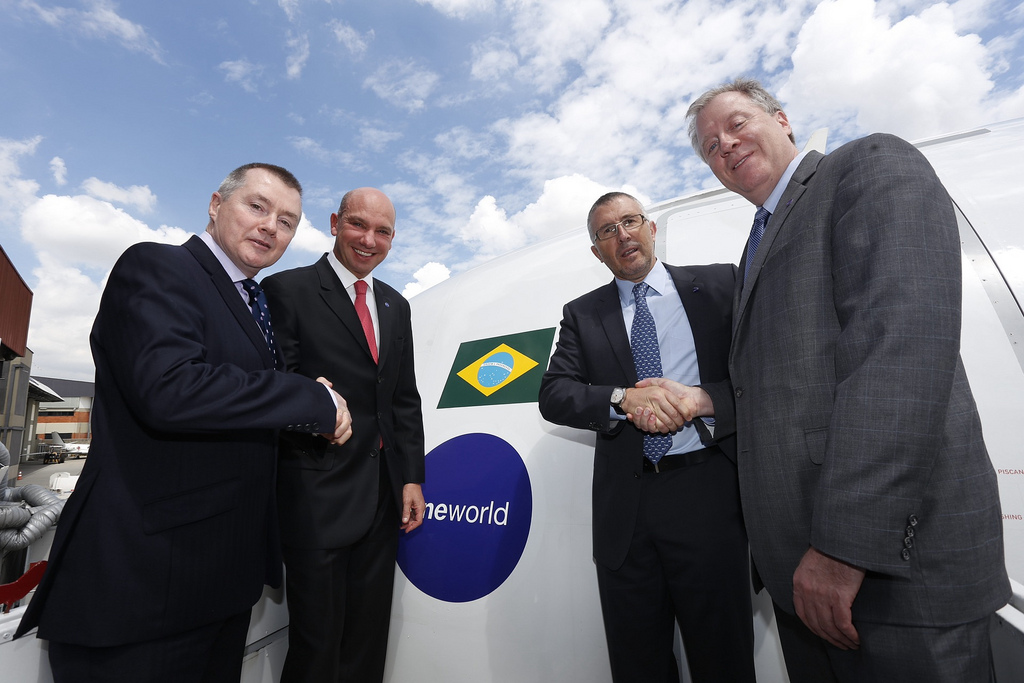 TAM and Oneworld executives in Sao Paolo celebrating the airline's entrance.
