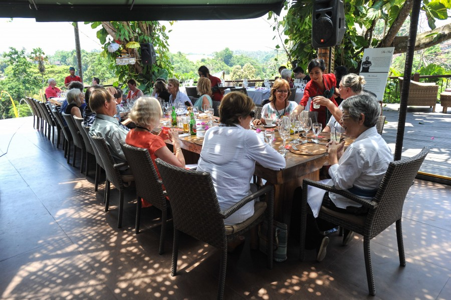 Readers and writers get together for a dining session as part of the festival's program.