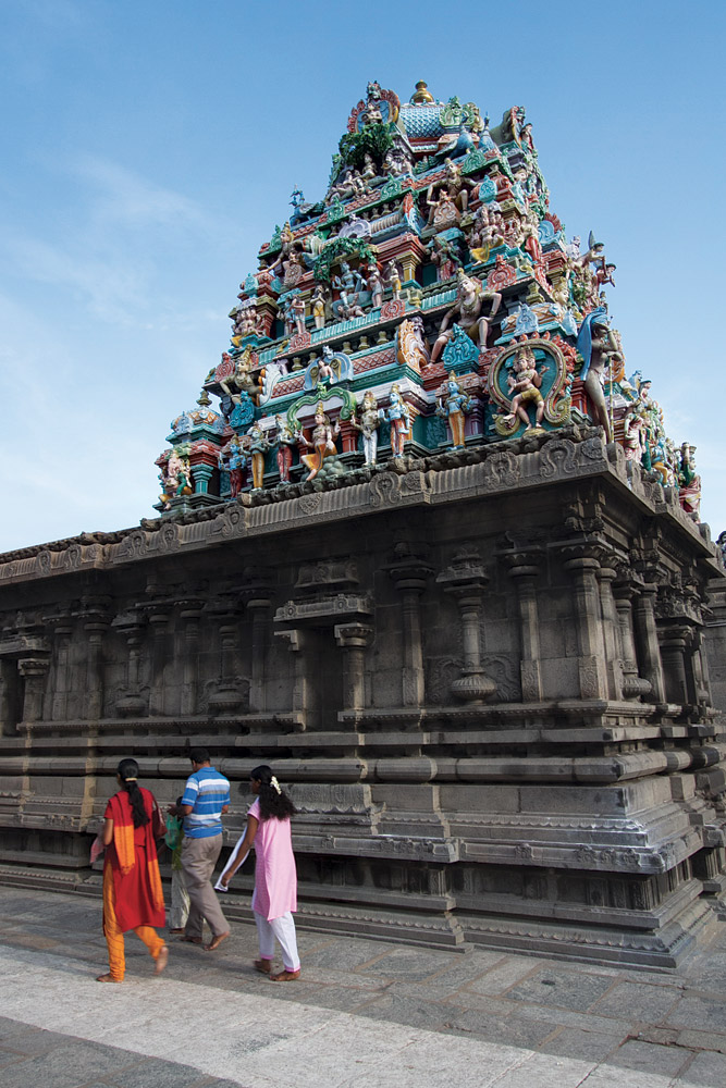 Passing a shrine to the Goddess Parvathi at Kapaleeswarar Temple.