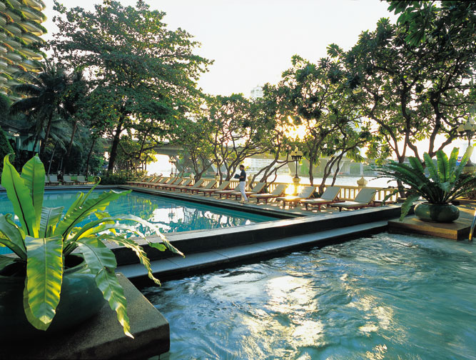 Poolside at the Shangri-La Hotel Bangkok
