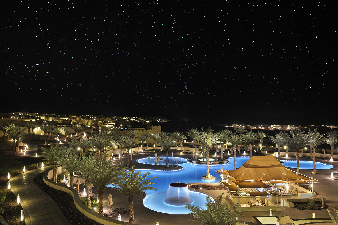 The swimming pool by night.