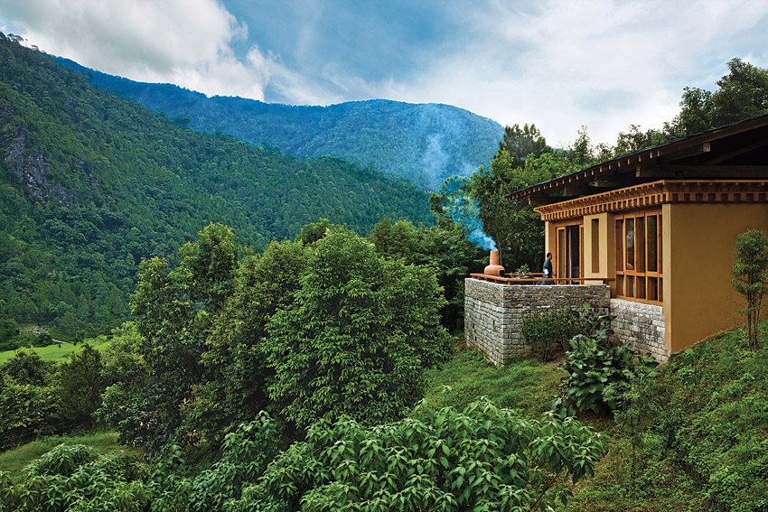 Views from the property include a panorama with the Mo Chu river.