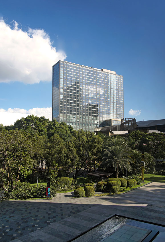 The hotels are situation in a quite corner of Manila's financial center.