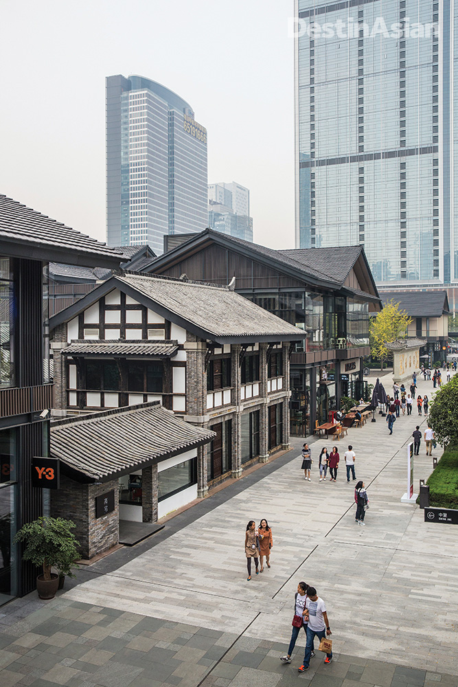 Old and new coexist at the Sin-Ocean Taikoo Li complex, a 10-hectare development in downtown Chengdu.