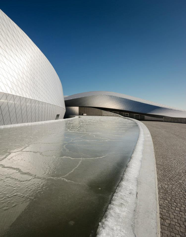 3XN took fluid dynamics as its cue for the building design. Image courtesy of Adam Mørk.