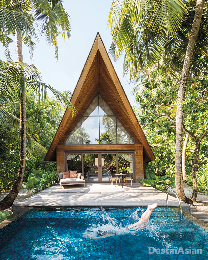 A garden villa at the St. Regis Maldives Vommuli.