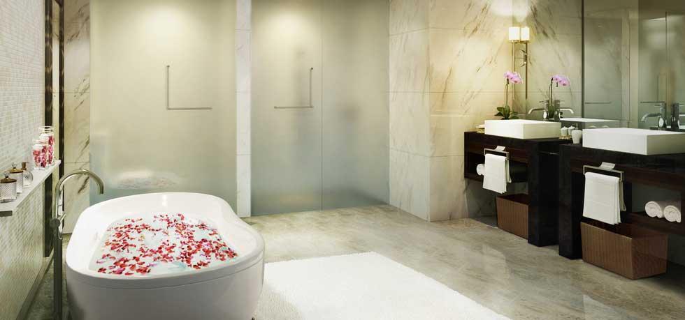A Corner Suite bathroom at Fairmont Makati.