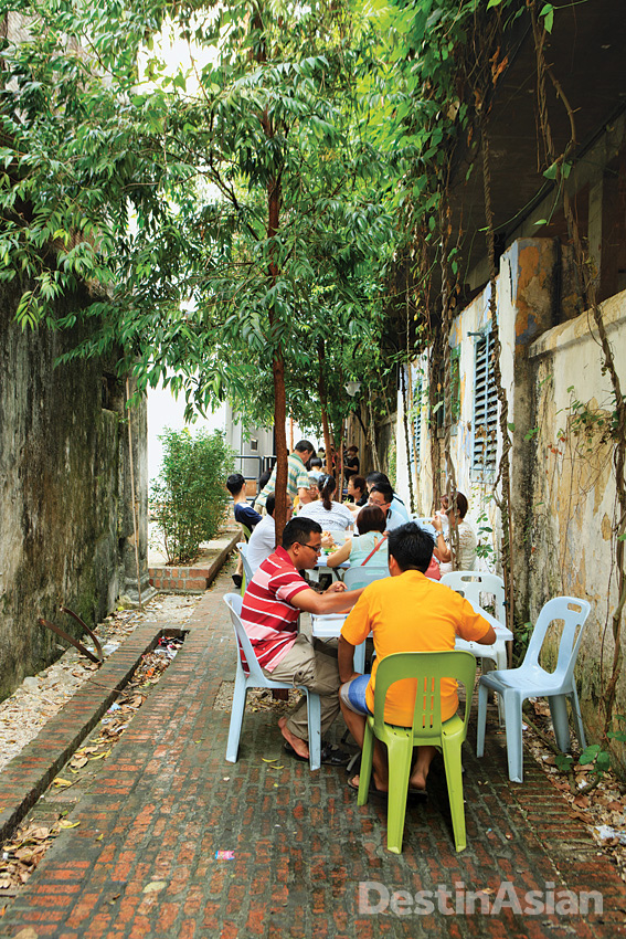 Tables at the long-standing and ever-popular Kedai Kopi Kong Heng spill our into a side alley.