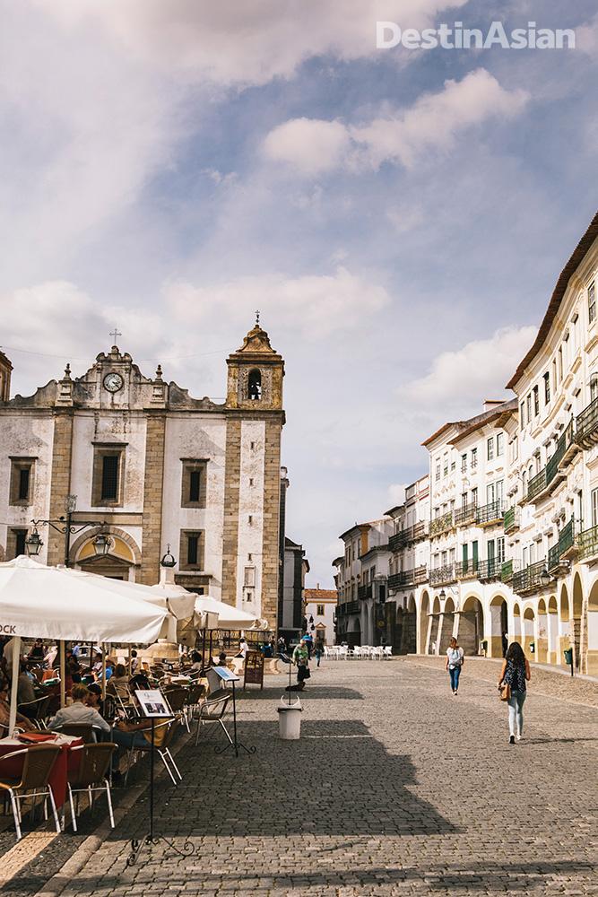 Evora's pretty central square, Praca do Giraldo.