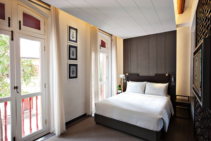 The Double Delux Rooms have a contemporary look with traditional Chinese touches.