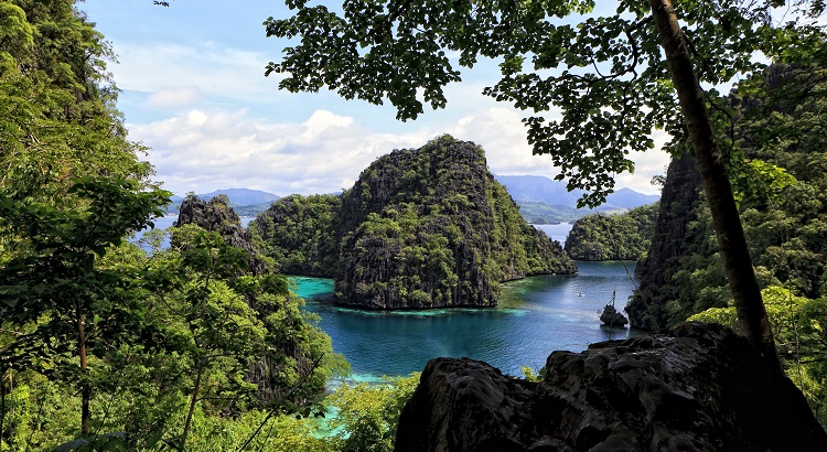 The northern tip of Palawan is known for its rock formations and the lakes and springs hidden in between.