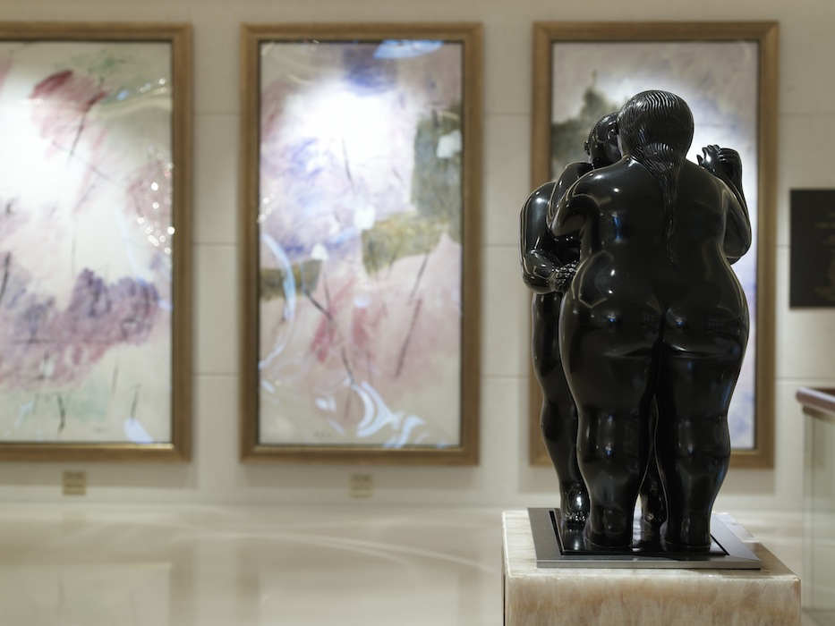 More than 70 works of fine art from renowned international artists give the hotel one of the premier private art collections in the region.