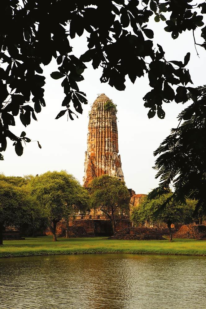 The towering prang of Wat Phra Ram.