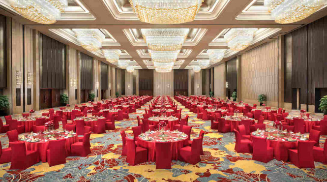 The ballroom can accommodate up to 1,000 guests.
