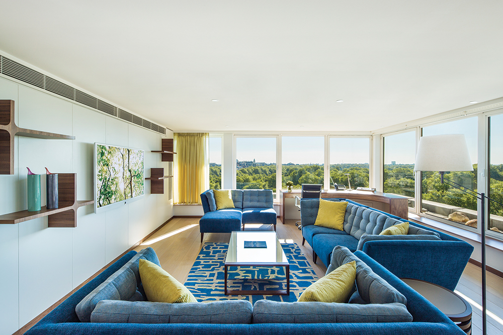 The Metropolitan's 10th-floor COMO suite, with views of Hyde Park.