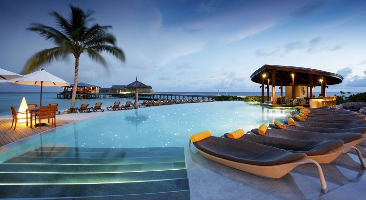 The pool at Centara Ras Fushi Resort & Spa, overlooking the sea.