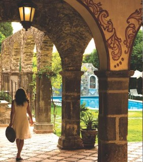 A courtyard near the pool in Casa de Sierra Nevada.