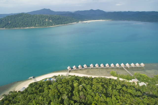 Telunas Beach and Telunas Private Island are just a short five-minute boat ride apart.