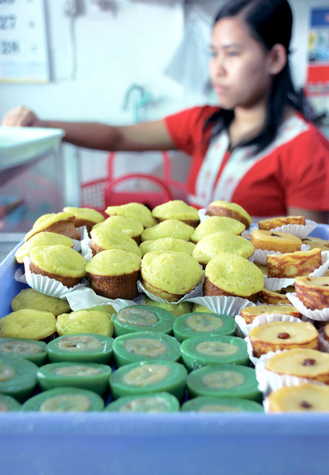 Bite-Size Cakes For Sale Near Malang's Market.