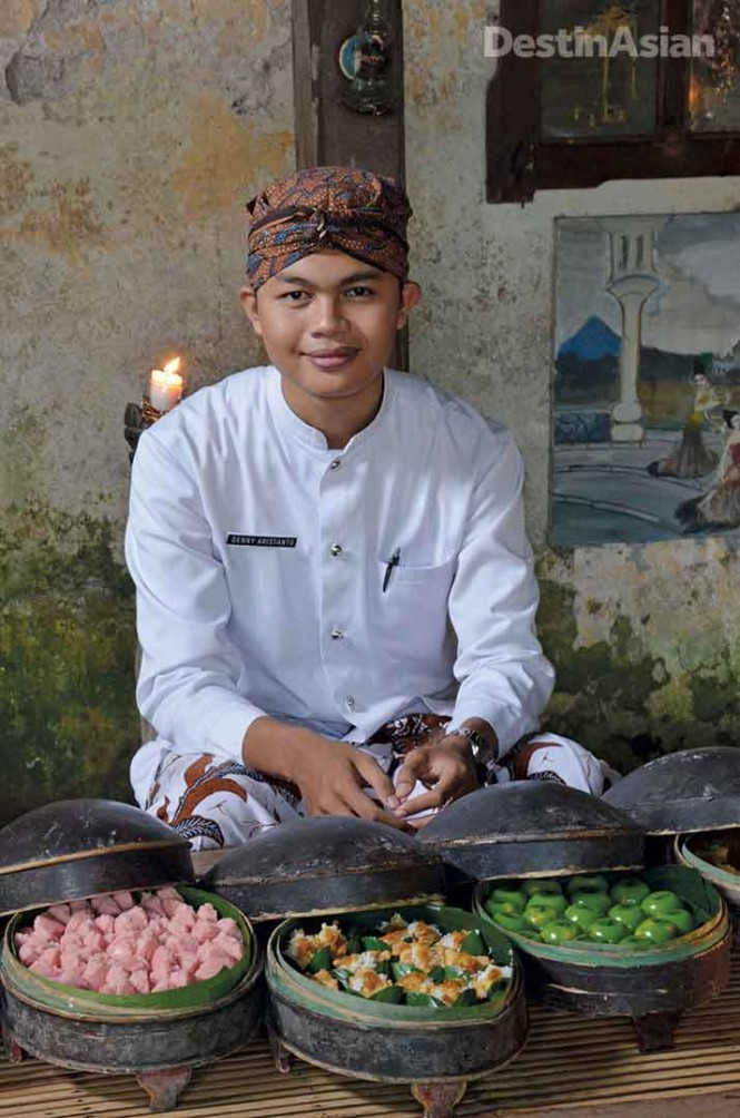 Traditional snacks served by hotel staff in Javanese dress await each afternoon at Tugu Blitar.