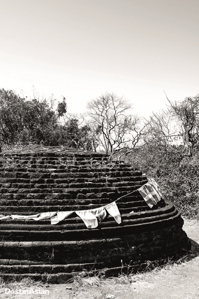 The ruins of a stupa at Girihadu Seya.
