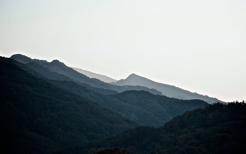 A view of the Jirisan range on the climb to Baraebong Peak.