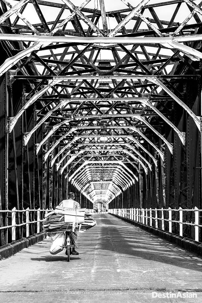 Batticaloa's colonial-era Kallady Bridge, said to be the oldest and longest iron span in Sri Lanka.