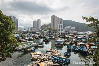 Looking across the boat-filled waters of Aberdeen Harbour from Ap Lei Chau.
