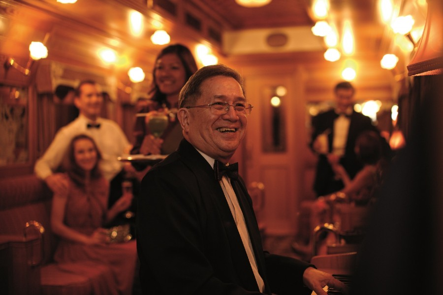 Pianist Peter Consigliere has been entertaining guests in the bar car for some two decades.