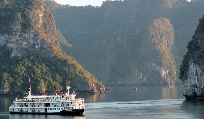 Emeraude-cruises-Halong-Bay
