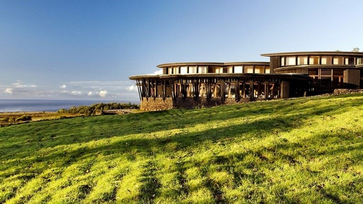 Explora Rapa Nui comes with expansive ocean and grassland views.