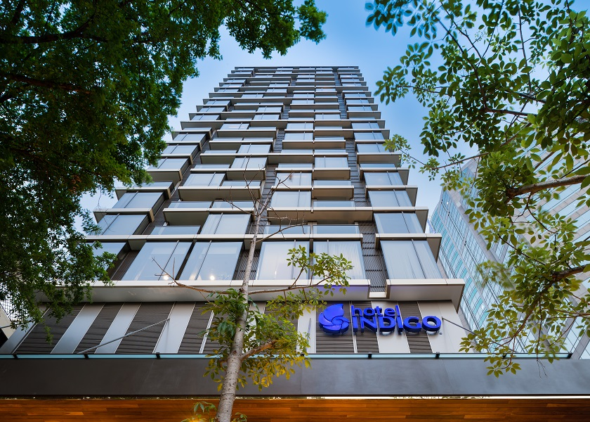 The hotel is centrally located in walking distance from markets, malls, and Lumphini Park.