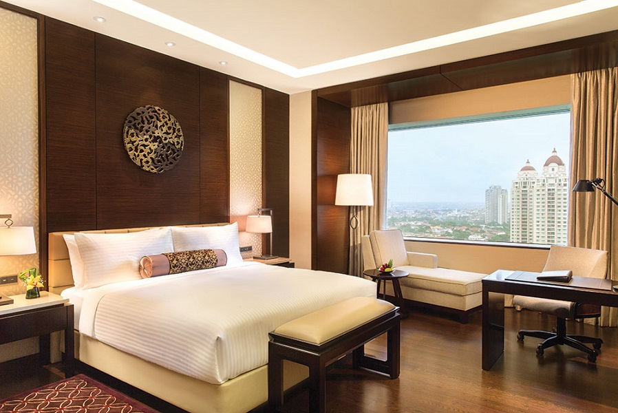 Guest rooms at the Fairmont feature views of the Senayan golf course.