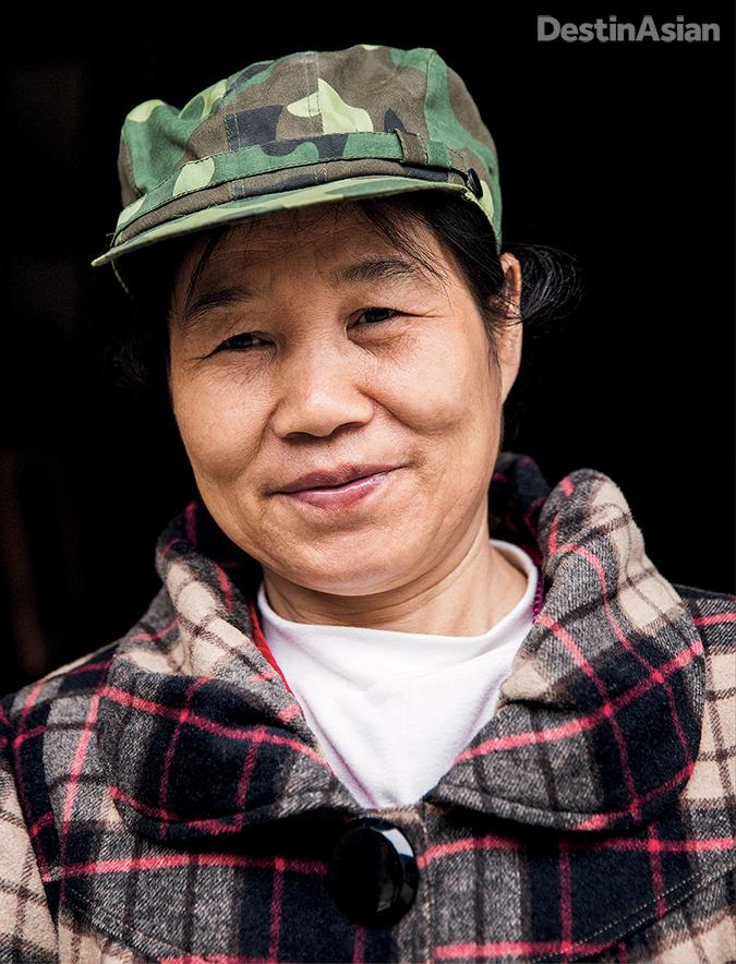 A shopkeeper in Xingping.
