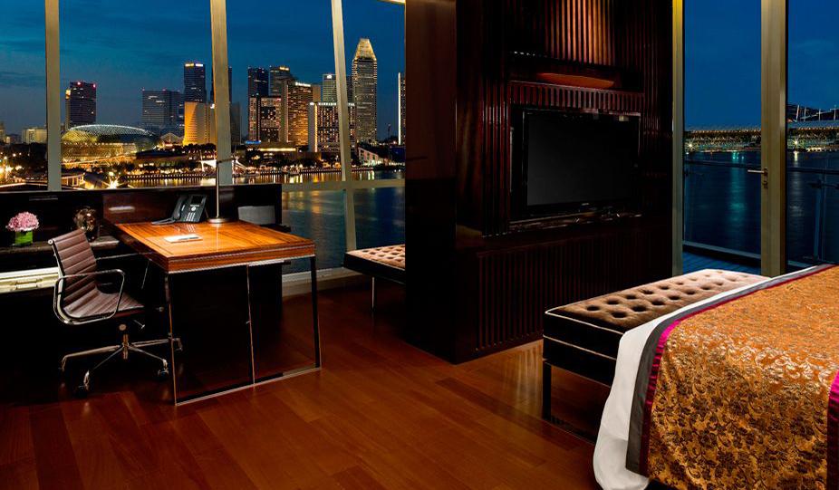 Fullerton Bay-Clifford-Suite-Bedroom