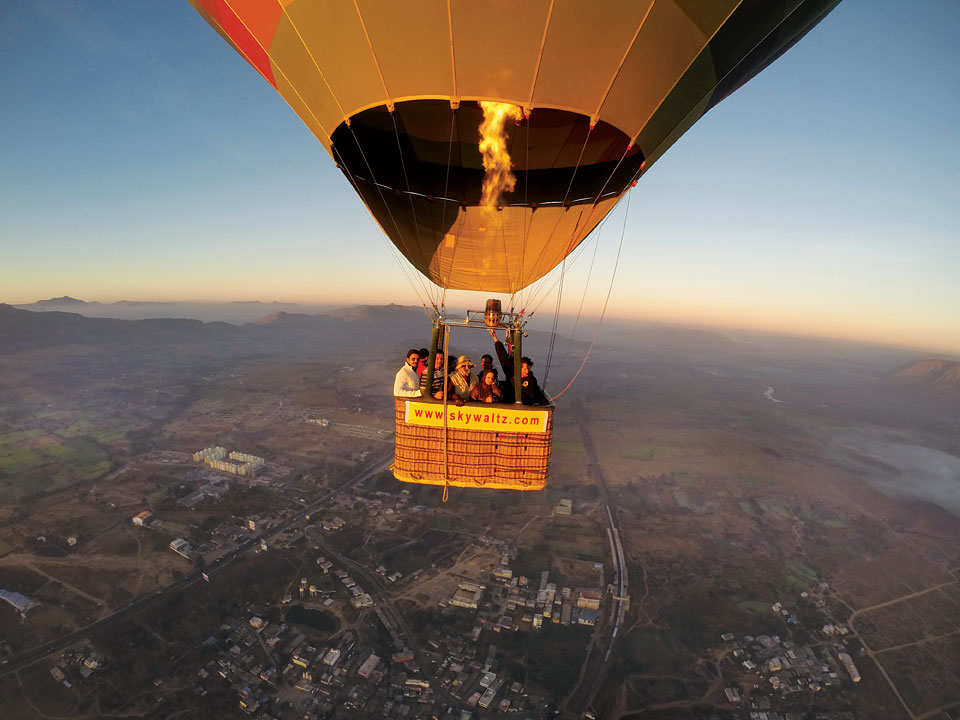 Fly as high as 1,500 meters with in the balloons.
