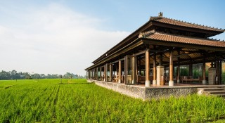 The Chedi Club Tanah Gajah's restaurant is set overlooking the sweeping rice paddies of Bali's central Gianyar regency.