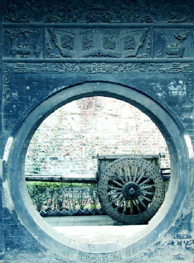 One of the Gao Fu house's moon gates.