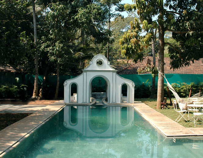 The pool at Vivenda dos Palhaços.