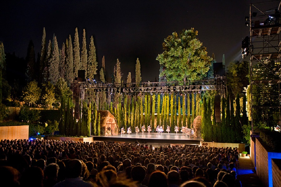The Stanislavsky Ballet performs in Granada.