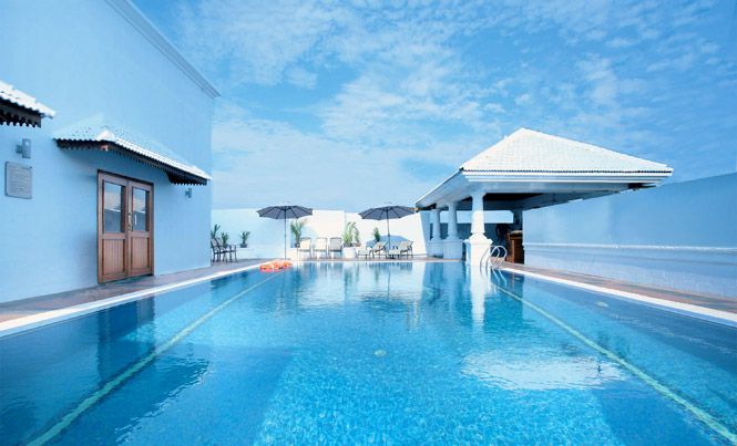 Dream Cochin's rooftop pool.