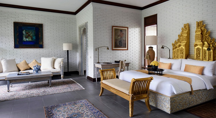 The master bedroom of the Hadiprana Villa allows guests to feel like Balinese royalty.