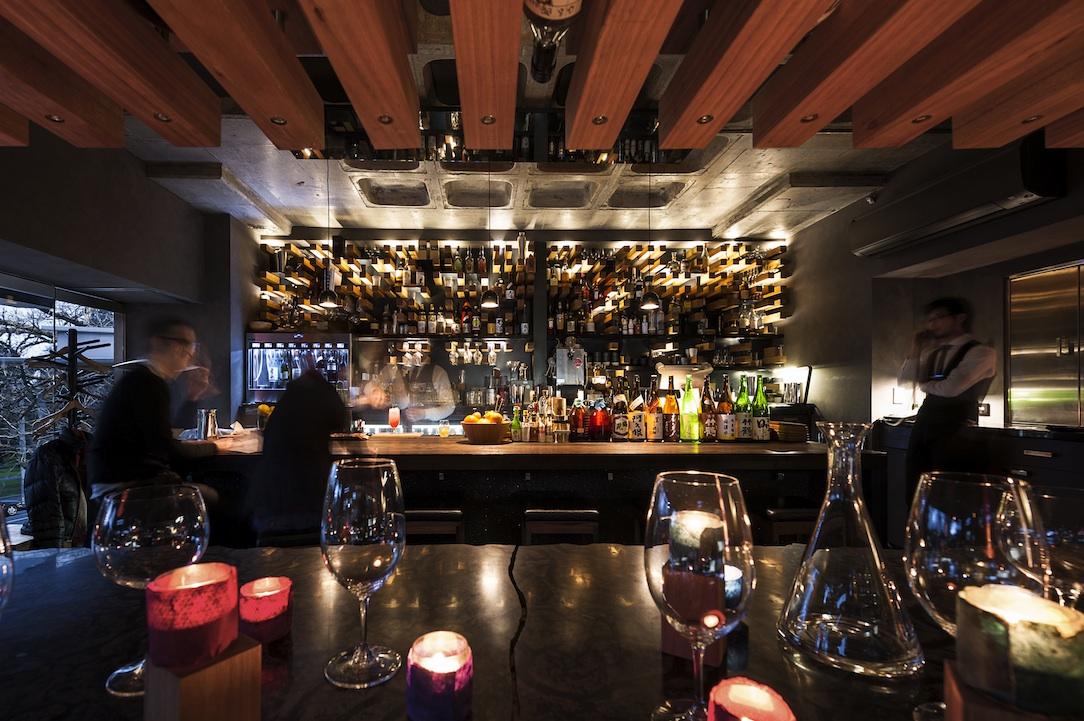 Hihou's seductive bar offers sweeping views of the Treasury Gardens.